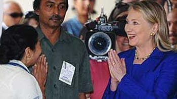 Video : Hillary meets Mamata, FDI not discussed, says chief minister