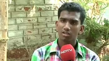 Video : Battling the odds, shopkeeper's son makes it to IIT
