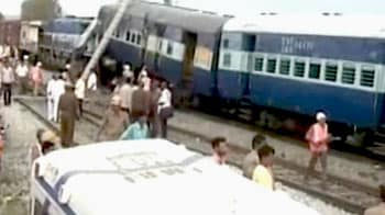 Video : Hampi Express accident in Andhra Pradesh: 25 dead