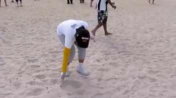 Video : NDTV Surfer helps clean up Dubai beach