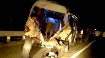 Video : 26 killed in bus accident on Mumbai-Pune Expressway; 17 injured
