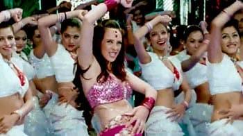 Video : Sexy Hazel Keech dances to <i>Aa Ante Amalapuram</i>