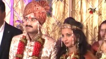 Video : Gadkari's younger son Sarang weds in low-key affair