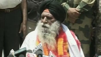 Video : Surjeet Singh reunites with family after 30 years, appeals for Sarabjit's release