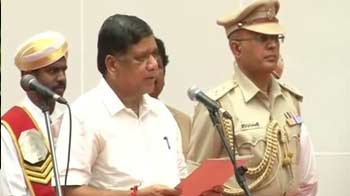 Video : Jagadish Shettar takes oath with Gowda by his side