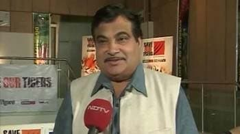 Video : Nitin Gadkari takes the tiger pledge