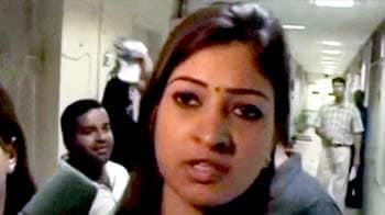 Video : गुवाहाटी मामला : जांच टीम से अल्का लांबा हटाई गईं