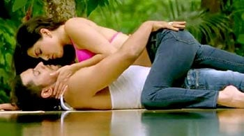 Sunny Leone's hot number Yeh Kasoor from Jism 2