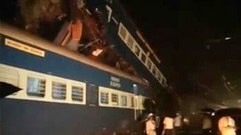 Video : 3 dead as two trains collide outside Mumbai in Kasara