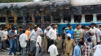 Video : 28 dead, several injured in fire on Tamil Nadu Express near Nellore