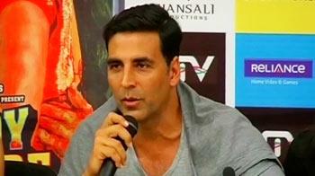 Video : Kaka talk makes Akshay angry