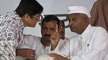 Video : Anna Hazare apologises for mistreatment of media, warns he won't tolerate a repeat