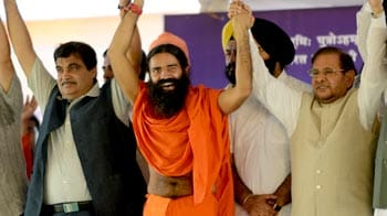 Video : Gadkari, Sharad Yadav visit Baba Ramdev, request him to end fast
