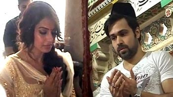 Video : Bipasha, Emraan, Esha pray for <i>Raaz 3</i>