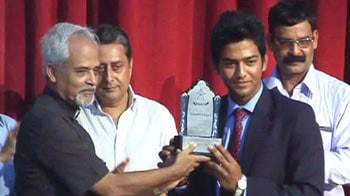 Video : Unmukt Chand felicitated by his college