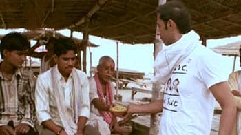 Video : Aditya explores the food joints in Allahabad