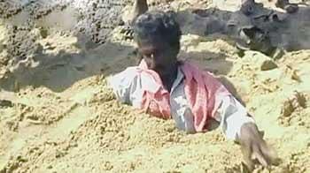 Video : कुडनकुलम प्लांट के विरोध में लोग रेत में घुसे