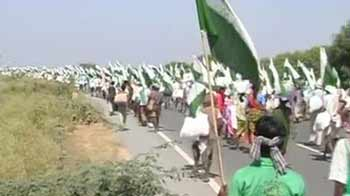 Video : 'Jan satyagraha': Silent march by 50,000 landless people enters third day