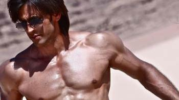 Video : Revealed: Hrithik's six pack abs in Krrish 3