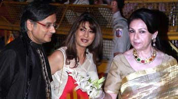 Video : High profile politicians, industrialists attend Saif, Kareena's Delhi reception