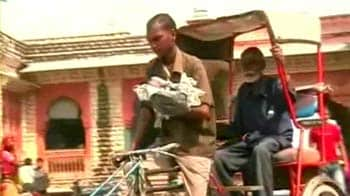 Video : This rickshaw puller has a child strapped to his chest