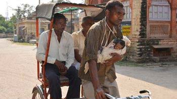 Video : Why India's helping this rickshaw puller's baby