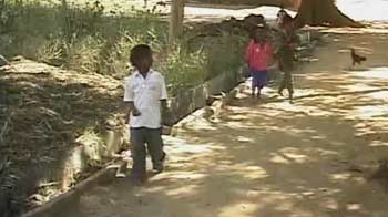 Video : Maharashtra: Poor children fed stale food while private firms made windfall