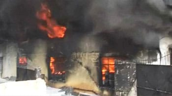 Video : Fire in Bangalore at paint factory, huge flames visible