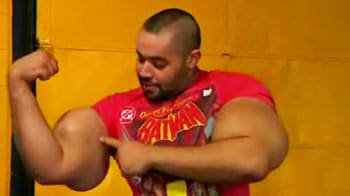 Video : World's biggest arms right here