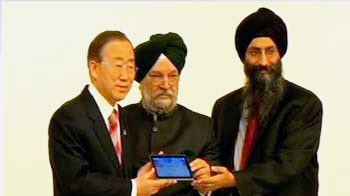 Video : Undeterred by 'Made in China' allegations, India showcases Aakash 2 tablet at UN