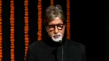 Video : Amitabh Bachchan donates cash award to constable's family