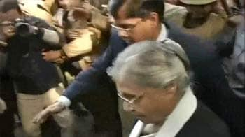 Video : Protests for 'Amanat': Chief Minister Sheila Dikshit forced to return