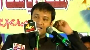 Video : Hate speech row: Akbaruddin Owaisi to surrender, announces his brother at rally
