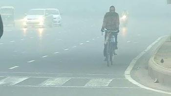 Video : Cold wave continues in Delhi; fog disrupts flights, trains