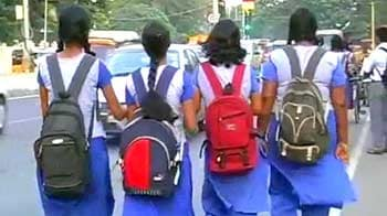 Video : Protest against Puducherry govt's dress code idea