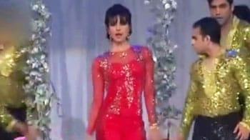 Video : Priyanka mimics SRK, Salman, Kareena