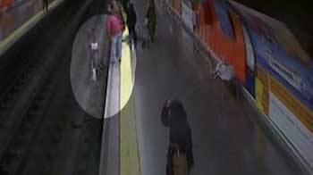 Video : Spain video shows police officer saving woman from tracks