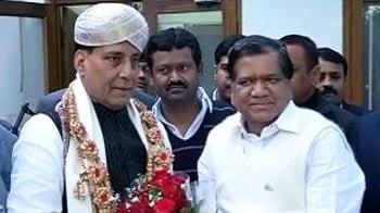Video : Amid Karnataka crisis, Jagadish Shettar meets Rajnath Singh