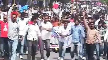 Video : Telangana protesters clash with police; Congress leader meets Governor
