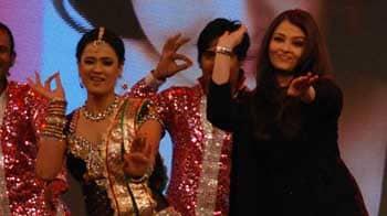 Video : Kajra Re Part II: Ash still stunning