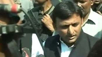 Video : UP cop killing: Akhilesh faces protests in Kunda
