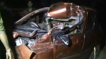 Video : नोएडा : ट्रक से टकराई कार, एक की मौत