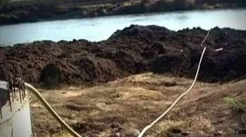 Video : Maharashtra drought: Sugar barons from Sharad Pawar's party stealing water?