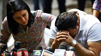 Video : Sanjay Dutt breaks down, says won't apply for pardon