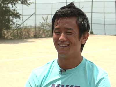 Video : Bhaichung Bhutia visits his school to promote Marks for Sports Campaign