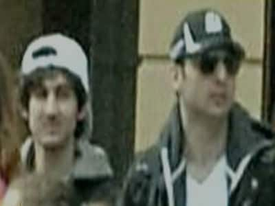 Video : One Boston bombing suspect dead, 2nd at large; area on lockdown