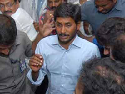 Video : 'Tainted' ministers stay but Jagan stays in jail