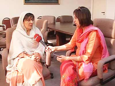 Video : Imran doesn't know how to rest; we have taken away his phone, says sister Aleema Khan