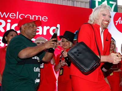 Video : Richard Branson dresses up as air hostess after losing bet