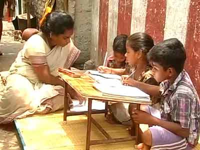 Video : Jayalalithaa vs Karunanidhi over English in government schools
